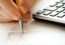 ist2_6001673-financial-data-analyzing